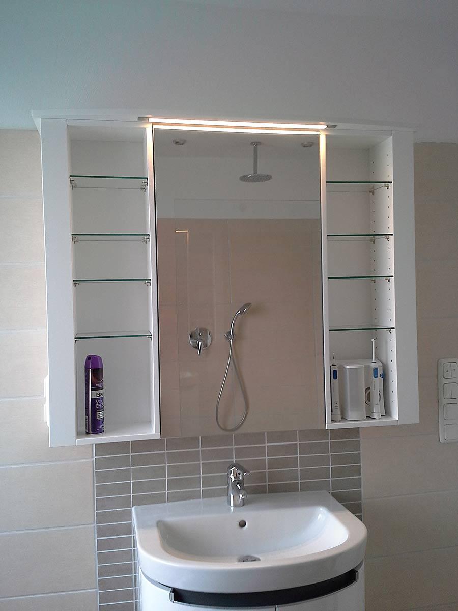 badschrank mit beleuchtung holzcoop innenausbau gmbh aachen brand schreinerei. Black Bedroom Furniture Sets. Home Design Ideas